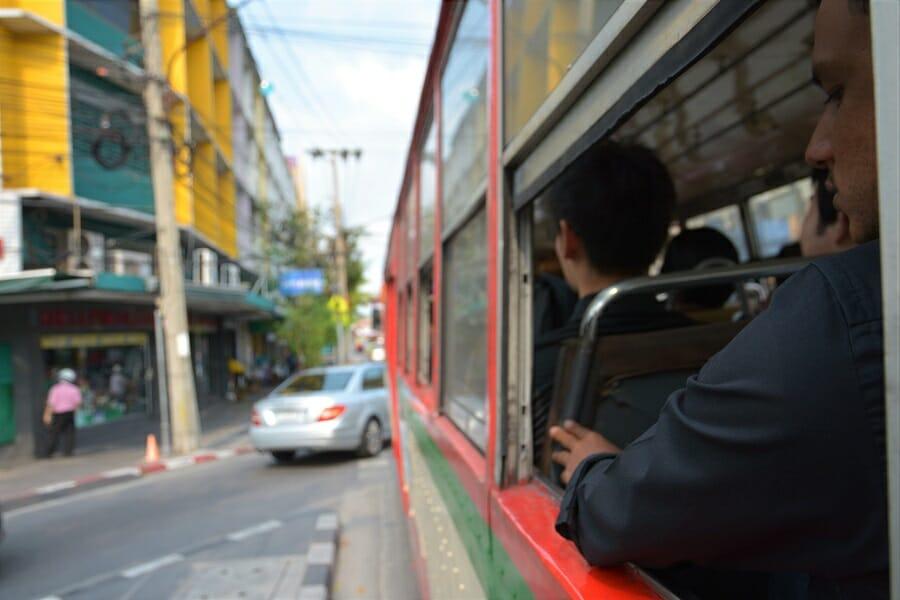 タイのバス