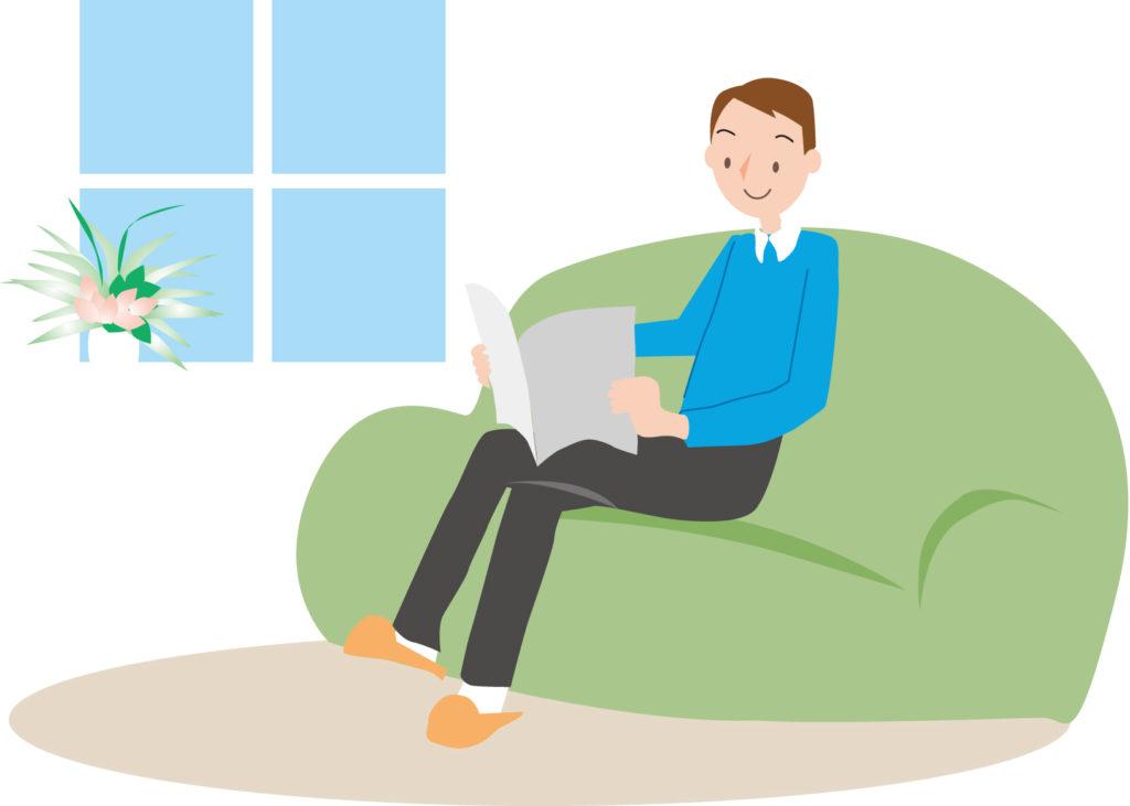 ソファで読書する男性